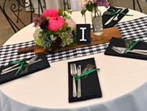ウエディングパーティーのテーブルのウエディングフォト