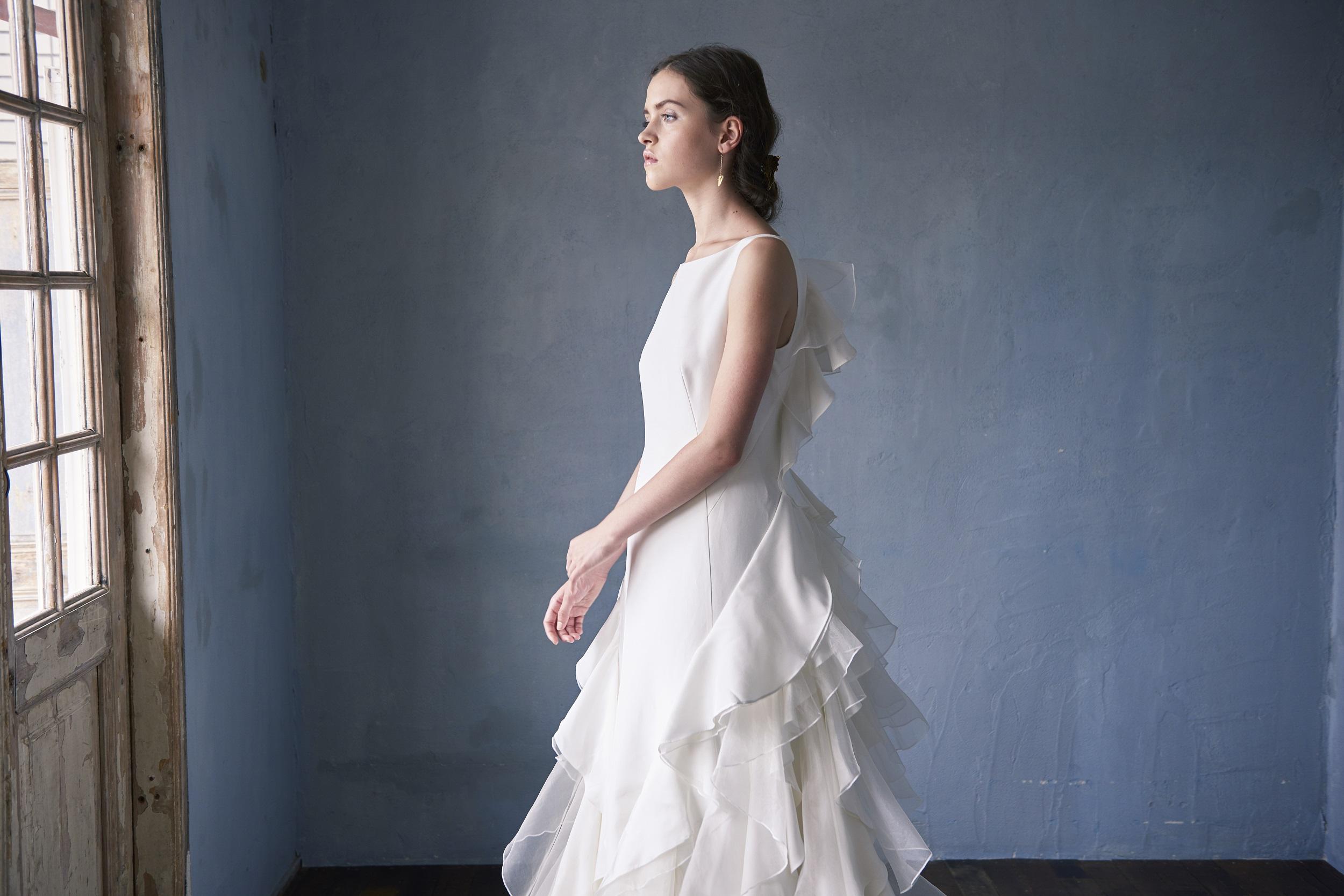 sサカヨリ×クリオマリアージュ華やかなバックスタイルのウエディングドレス