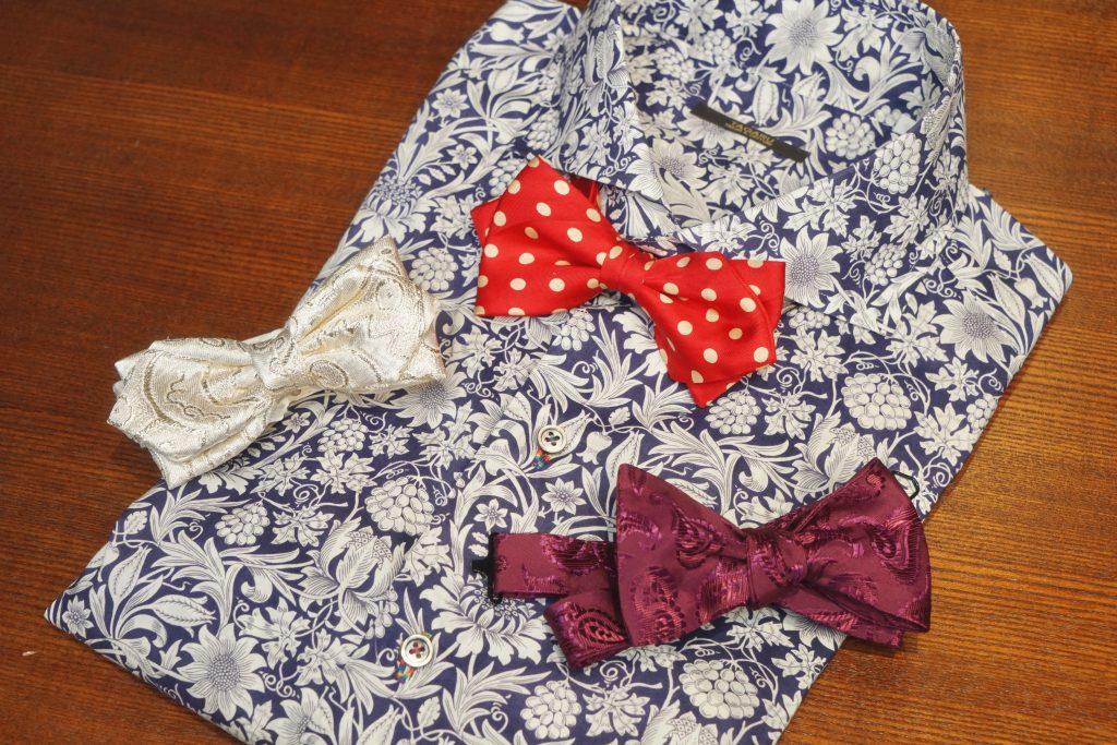 柄シャツとネクタイ